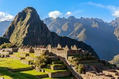 从上面的看法到老印加人废墟和Wayna Picchu, Machu Picc 库存照片