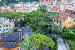 从上面的美好的日落视图到一条路在圣诞老人Margherita Lig 免版税库存照片