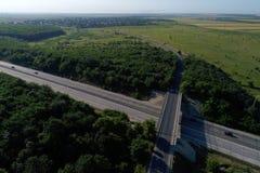 从上面被看见的机动车路 免版税库存图片