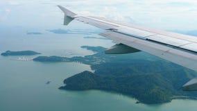 从下降的飞机的鸟瞰图风景 影视素材