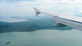 从下降的飞机的鸟瞰图风景 股票录像