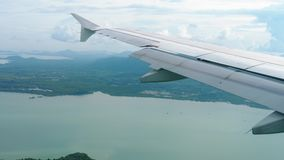 从下降的飞机的鸟瞰图风景 股票视频