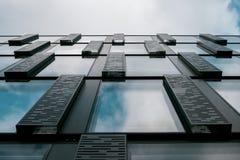 从下面被看见的企业大厦 库存图片