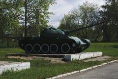 从不同的从第二次世界大战的颜色减速火箭的坦克 库存照片