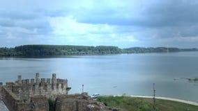 从中世纪的老堡垒,多瑙河的看法 股票录像