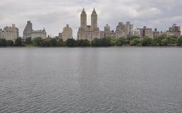 从中央公园的地平线在从纽约的曼哈顿中城在美国 库存照片