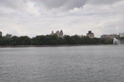 从中央公园的地平线在从纽约的曼哈顿中城在美国 免版税库存图片