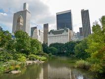 从中央公园,曼哈顿的广场饭店视图 免版税图库摄影
