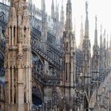 从中央寺院大教堂的屋顶的看法在米兰 免版税图库摄影