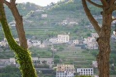 从中央寺院正方形看的美丽的景色,拉韦洛,阿马尔菲海岸,意大利 图库摄影