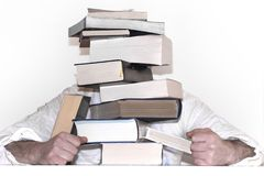 从书的金字塔 在一个标志的手上与一个空的地方的您的题字的 库存图片