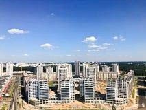 从了不起的高度的全景在美好的资本、一个城市有许多路的和高层建筑物 城市的视图 库存照片