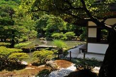 从事园艺京都银色寺庙 图库摄影