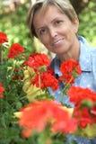 从事园艺的妇女 图库摄影