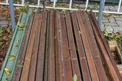 从事园艺的布朗木棍子堆 免版税图库摄影