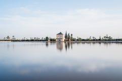 从事园艺马拉喀什menara摩洛哥pavillion 免版税库存照片