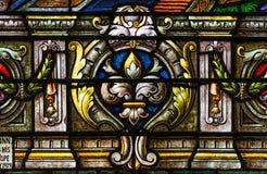 从五颜六色的污迹玻璃窗的细节在圣路易斯大教堂里 免版税库存照片