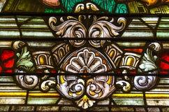 从五颜六色的污迹玻璃窗的细节在圣路易斯大教堂里 库存图片