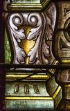 从五颜六色的污迹玻璃窗的细节在圣路易斯大教堂里 免版税图库摄影