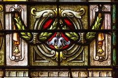 从五颜六色的污迹玻璃窗的细节在圣路易斯大教堂里 库存照片
