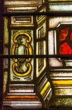 从五颜六色的污迹玻璃窗的细节在圣路易斯大教堂里 免版税库存图片