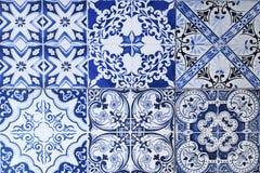 从五颜六色的陶瓷砖的墙壁背景的 库存照片