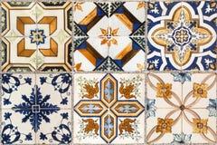 从五颜六色的陶瓷砖的墙壁 免版税库存图片