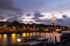 从亚历山大III桥梁的塞纳河 免版税库存照片