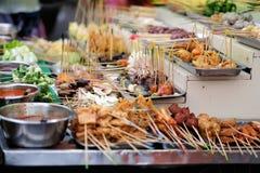 从亚洲的传统lok-lok街道食物 图库摄影