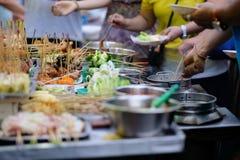 从亚洲的传统lok-lok街道食物 免版税库存照片