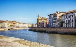 从亚诺河的看法在比萨,意大利 免版税库存照片