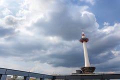 从京都火车站屋顶看见的京都塔  库存照片