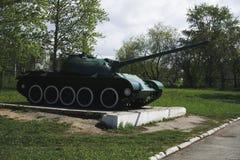 从从另外颜色第二次世界大战的俄国减速火箭的坦克 免版税库存图片
