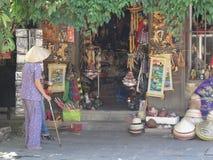 从会安市,越南的街道场面 免版税库存照片