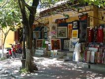 从会安市,越南的街道场面 库存图片