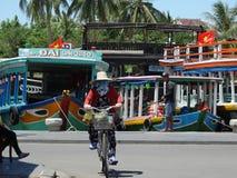 从会安市,越南的街道场面 图库摄影