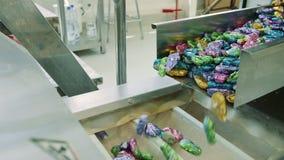 从传动机溢出的甜点 糖果工厂 影视素材
