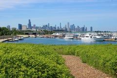 从伯翰姆野生生物走廊和第31个St港口看见的芝加哥地平线 库存照片