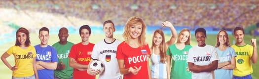 从俄罗斯的足球迷有从其他国家的支持者的 库存照片