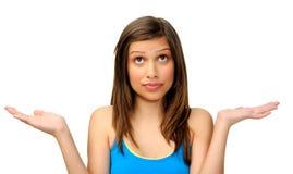 从俏丽的妇女的不确定的姿态 免版税库存图片