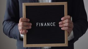 从信件的词财务在文本板在匿名商人手上 股票录像