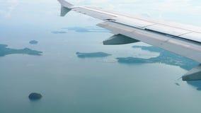 从停着的飞机的鸟瞰图风景 影视素材