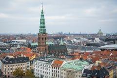 从克里斯蒂安堡城堡塔的看法 哥本哈根进城  丹麦 免版税库存照片