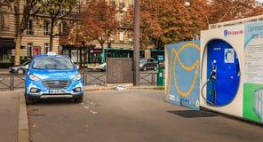 从公司出租汽车Electrique Parisien的巴黎人出租汽车炒作, 免版税库存照片