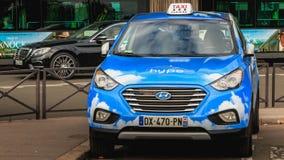 从公司出租汽车Electrique Parisien的巴黎人出租汽车炒作, 免版税库存图片
