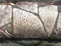 从公墓墓碑修剪的花园铺路石, 11 免版税库存照片