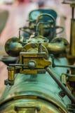 从军舰的老鱼雷发射器管 水下鱼雷发射管是通用发射器,并且也经常有能力在dep上 库存照片