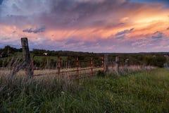 从农场-肯塔基的惊人的日落 库存图片