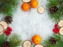 从冬天森林的圣诞节背景 免版税图库摄影