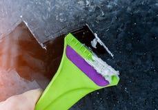 从冰的清洗的冻车窗 库存图片